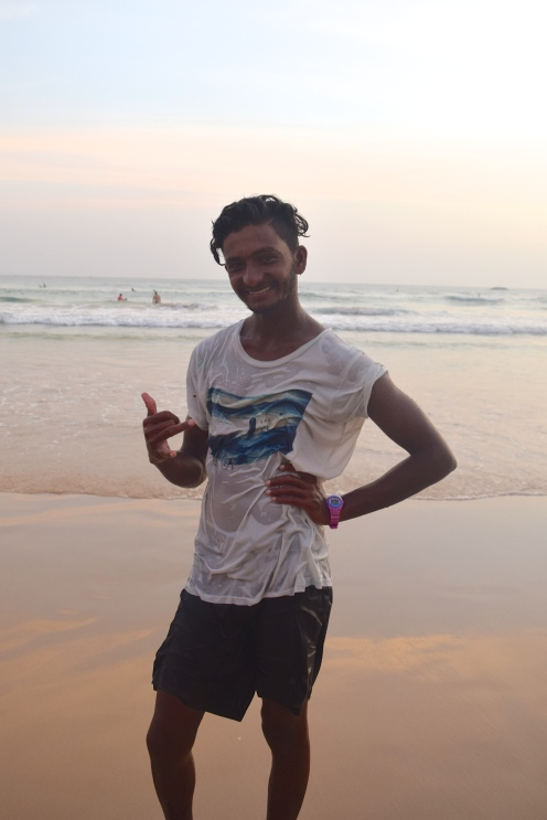Kasun har en egen surfskola på stranden, men är också instruktör för Lapoint.